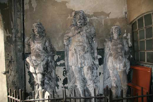 The statues of King Lud and his sons.